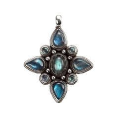 Pandantiv amuletă mandala, lucrat manual în argint și labradorit de artizani nepalezi din Kathmandu. Simbolismul sacru al mandalei budiste, alături de sclipirile irezistibile ale labradoritului, montura perfect lucrată și proporțiile minunate fac din această amuletă o bijuterie splendidă, de care nu vă veți mai putea despărți. Nepal, Tibetan Jewelry, Labradorite, Silver Jewelry, Mandala, Brooch, Pendant Necklace, Drop Earrings, Jewellery