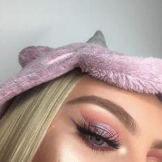31 Looks: Makeup for Valentines Day 2018 – Valentinstag Beautiful Eye Makeup, Beautiful Lips, Photomontage, Huda Beauty, Beauty Makeup, Makeup Art, Romantic Curls, Simple Ponytails, Bronze Makeup