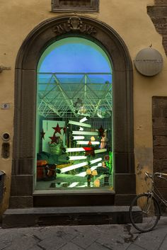 It's Christmas time at Martinelli Luce's showroom, Lucca Project by Emiliana Martinelli with Pistillo http://www.martinelliluce.it/prodotti/product/325