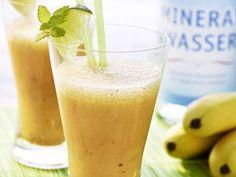 Fruchtiger Bananen-Smoothie - Eine volle Ladung Vitamine steckt in diesem Smoothie mit Banane, Karotten, Orangensaft und Limetten.