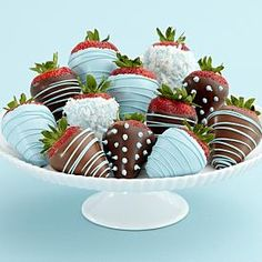 I'd LOVE these chocolate covered strawberries in boy colors!
