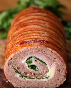 Hackfleisch-Rolle mit Schinken, Bacon und Käse   Bist du bereit für diese Hackfleisch-Rolle mit Schinken, Bacon und Käse?