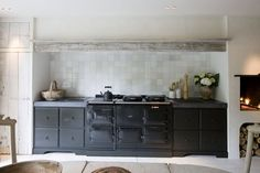 Pocket sized kitchen - Rustic raw country kitchen - Exposed wood beam
