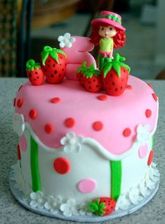 Strawberry Shortcake Cake ~ reminds me of Victoria Plum , the childrens story book my mum used read to me when I was little. Crazy Cakes, Fancy Cakes, Pretty Cakes, Cute Cakes, Strawberry Shortcake Birthday Cake, Individual Cakes, Girl Cakes, Creative Cakes, Creative Birthday Cakes