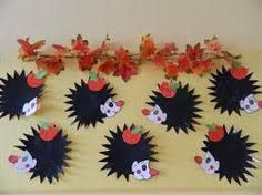Výsledek obrázku pro ježek do oken Fall Festival Crafts, Autumn Crafts, Jungle Party, Kids Hands, Easy Hairstyles, Hedgehog, Diy And Crafts, Projects To Try, Kids Rugs