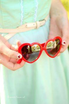 Os meus olhos podem admirar milhares de flores mas há apenas uma que  encanta o meu · Óculos De Sol ... 7594488d29