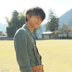【公式】連続テレビ小説「なつぞら」さんはInstagramを利用しています:「みなさーん、ハッピーバレンタイン♪ ⠀⠀ #朝ドラ #なつぞら #吉沢亮 #happyvalentinesday #ロケオフショット」 Gintama Live Action, Ryo Yoshizawa, Takeru Sato, Korea Boy, Japanese Boy, Guy Drawing, Attractive People, Actor Model, Movie Characters