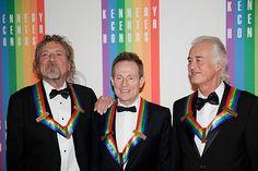 英ロックバンド「レッド・ツェッペリン」のメンバー。左からロバート・プラント、ジョン・ポール・ジョーンズ、ジミー・ペイジの3氏=2012年12月、ワシントン(AFP=時事) ▼24Apr2014時事通信|ツェッペリン、未発表2曲公開 http://www.jiji.com/jc/zc?k=201404/2014042400009 #LedZeppelin #Zep #LedZep #RobertPlant #JohnPaulJones #JimmyPage