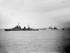 Cruceros HMS Glasgow (C21), izquierda, y USS Quincy (CA-71), a la derecha, durante el bombardeo de Cherbourg en apoyo de las tropas aliadas que avanzan