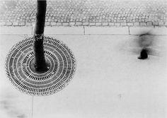 Otto Steinert prise en 1950, la photo s'intitule Pedestrian's foot.