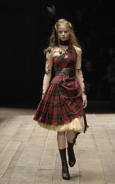 the dress for when I want to feel my Scottish roots .aye, Lassie Alexander McQueen, tartan and tulle. Tartan Fashion, Look Fashion, Runway Fashion, High Fashion, Fashion Tips, Fashion Design, Fashion Hacks, Classy Fashion, Vogue Fashion
