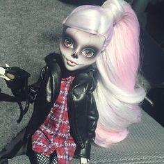 All Monster High Dolls, Monster High Clothes, Monster High Repaint, Molang, Lol, Creepy Dolls, Diy Canvas Art, Ooak Dolls, Custom Dolls