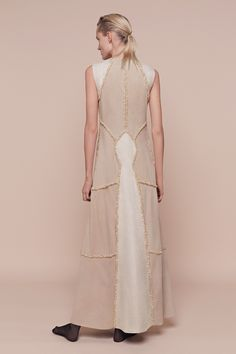 See the complete Aouadi Spring 2016 Couture collection.