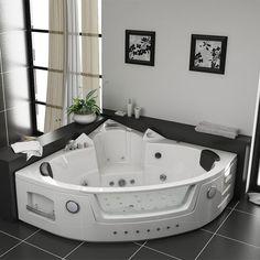 Cette belle baignoire d'angle Manhattan dotée de 38 jets de massage existe en noir ou en blanc pour s'intégrer parfaitement à la déco de votre salle de bain. #baignoire #balnéo #salledebain