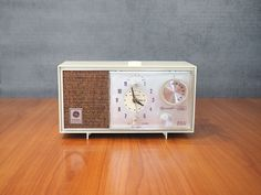 Vintage GE Accent Line Clock Radio White C1435 | Mid Century Modern Home Decor by FireflyVintageHome on Etsy