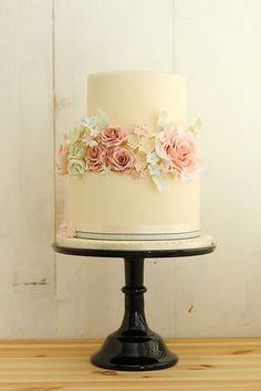 Romantic Vintage Wedding Cake - My wedding ideas