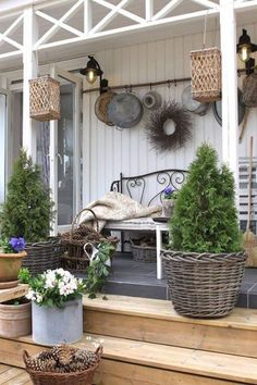 Awesome Rustic Farmhouse Porch Decorating Ideas - Resolve the place you need your terrace. You may attempt sanding your fingers to restore the ground. Farmhouse Front Porches, Rustic Farmhouse, Farmhouse Style, Rustic Cottage, Farmhouse Design, Farmhouse Ideas, Country Porches, Farmhouse Furniture, Front Porch Furniture