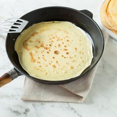 Original French crepes - the basic recipe for the classic - Crêpe is the slim sister of the German pancake. Once the trick is done, you are spoiled for choice - Pancake Healthy, Best Pancake Recipe, Pancake Recipes, Fudge Caramel, German Pancakes, American Pancakes, Low Carb Pancakes, Pancake Muffins, Gourmet