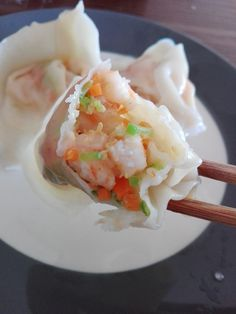 Wonton aux crevettes 鲜虾馄饨 - The Best Asian Recipes Easy Soup Recipes, Fish Recipes, Vegetable Recipes, Indian Food Recipes, Asian Recipes, Ethnic Recipes, Healthy Food List, Healthy Recipes, Chefs