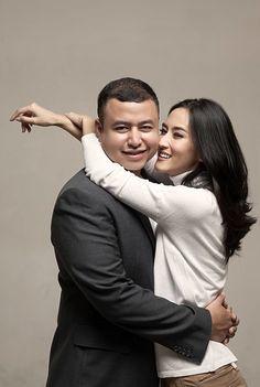 SESI FOTO PRE-WEDDING DI STUDIO YANG BERKELAS DAN TAK LEKANG WAKTU - 008