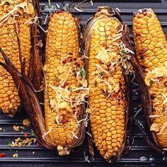 Oggi si griglia a casa!   Migusto Bratwurst, Chimichurri, Halloumi, Pulled Pork, Bbq, Vegetables, Food, Home, Shredded Pork