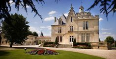 A l'image de ses châteaux, le fondateur du groupe Bernard Magrez est l'heureux propriétaire de domaines viticoles exclusifs. © DR