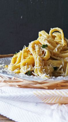 Alfredo sauce made with summer squash, no cream or butter needed! This is the perfect lightened up summer pasta dish.
