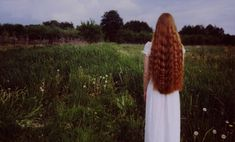 Nishe: Exploring Emotions Through Photography · Lomography Natural Red Hair, Long Red Hair, Wavy Hair, Fairytale Hair, Yennefer Of Vengerberg, Lomography, Ginger Hair, Hair Pictures, Redheads