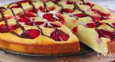 Gelukkig zitten er een heleboel aardbeiencake, waardoor we ons net wat minder schuldig voelen na het verorberen van een punt (of twee).