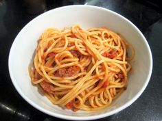 Sophie in the Kitchen: Easy Bolognese Sause
