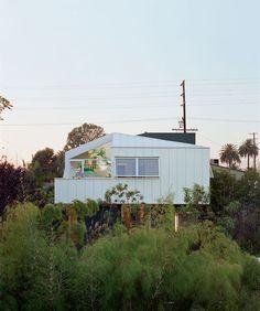 A dream-like floating bungalow in Venice Beach, California