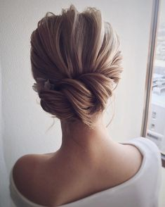 47 Elegant Wedding Hair Style Inspiration for Your Wedding Day wedding hairstyles from messy wedding updo to half up half down + braid hairstyle + Classy and Elegant Wedding Hairstyles Best Wedding Hairstyles, Up Hairstyles, Braided Hairstyles, Hairstyle Ideas, Gorgeous Hairstyles, Fashion Hairstyles, Hairstyle Wedding, Classy Updo Hairstyles, Chignon Hairstyle