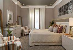 ideia de cortina para quarto com persiana e acabamento detalhado