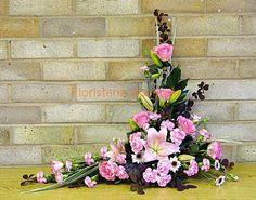 Crescent Flower Arrangements Designs | Centro de rosas clavelina y liliun