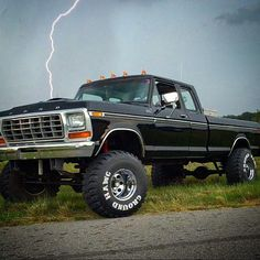 old lifted trucks Big Ford Trucks, 1979 Ford Truck, Classic Ford Trucks, Old Pickup Trucks, 4x4 Trucks, Custom Trucks, Lifted Trucks, Cool Trucks, Chevy Trucks