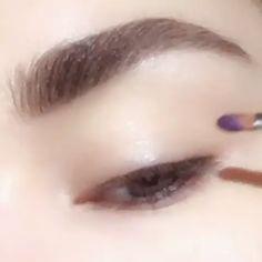 makeup video The simplest and the best purple eye makeup tutorial by PAT McGRATH Cute Makeup, Makeup Art, Hair Makeup, Makeup Style, Korean Eye Makeup, Asian Makeup, Make Up Looks, Pat Mcgrath, Purple Eye Makeup