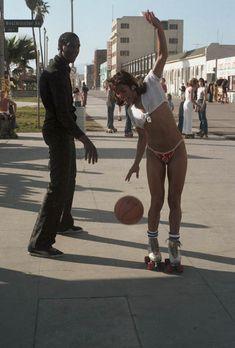venice-beach-roller-skaters-09