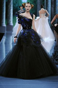 galliano couture   John Galliano Plays Peekaboo with Fall 2008 Dior Couture
