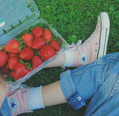 strawberries and pink converse high tops Bobbies Shoes, Bora Lim, Mochila Jansport, High Top Sneakers, Sneakers Nike, Sneakers Workout, Sneakers Fashion, Pumped Up Kicks, Sock Shoes