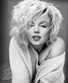 Além de disseminar uma nova forma de fazer cinema pelo mundo, o neorrealismo também lançou a beleza e o talento de suas musas do cinema Art Marilyn Monroe, Estilo Marilyn Monroe, Divas, Poses, Photography Jobs, Actrices Hollywood, Norma Jeane, Norma Shearer, Belle Photo
