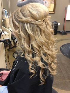 #hair #hairstyle #hairstyles Are you not in love with this hairstyle? Yessss would you like to visit my site then? #haircolour #haircolor #hairdye #hairdo #haircut #braid #straighthair #longhair #style #straight #curly #blonde #hairideas #braidideas #perfectcurls #hairfashion #coolhair coiffures de bal pour les cheveux longs pinterest 2016