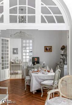 La maison d'une chineuse dans le sud de la France décorée dans un style Gustavien, un reportage du magazine de décoration 'e-magDECO'