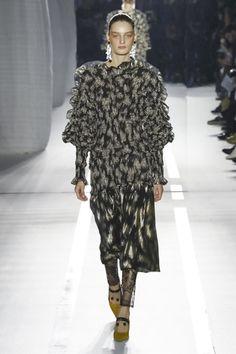 Mila Schon Ready To Wear Fall Winter 2017 Milan: http://nwf.sh/MilaSchonFW17 #MilaShon #RTW #MFW #FW17