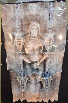 Shroud of Turin Image: Encoded Information at High Resolution. Pictures Of Jesus Christ, Religious Pictures, Jesus Face, God Jesus, Catholic Art, Religious Art, Croix Christ, Saint Suaire, Turin Shroud