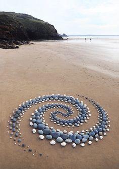 Stone Crafts, Rock Crafts, Stone Sculpture, Sculpture Art, Sand Sculptures, Ephemeral Art, Environmental Art, Wire Art, Beach Art