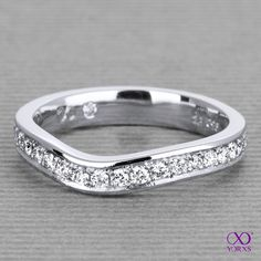 """The """"Colis"""" is made as a front ring. You can wear it together with your engagement ring. #colis #vorsteckring #diamanten #diamantring #ehering #brillantring #memoirering #yorxs"""