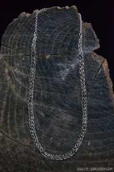 Zilveren draad collier met toermalijn | Silver wire necklace with tourmaline Wire Necklace, Handmade Jewellery, Contemporary Jewellery, Chain, Jewelry, Handmade Jewelry, Jewlery, Jewerly, Necklaces