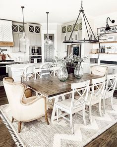 31 Amazing Farmhouse Dining Room Decor Ideas - There is more to a dining room than just dining furniture; it is more than a mere arrangement of dining room table and dining room chairs. Farmhouse Dining Room Table, Dining Room Table Decor, Dining Room Design, Country Dining Rooms, Rug In Dining Room, Farm House Dinning Room, Lighting Over Dining Table, Dinning Room Ideas, Rug Under Dining Table
