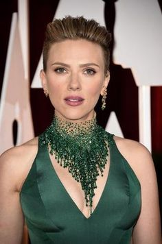 Scarlett Johansson in Atelier Versace gown at 2015 Academy Awards Beaded Jewelry, Unique Jewelry, Beaded Necklace, Jewelry Design, Necklaces, Jewellery, Emerald Necklace, Modern Jewelry, Diamond Jewelry