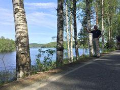 Suomalaisen luonnonsuojelun pioneeri, valokuvaaja I. K. Inha kammoksui yli 100 vuotta sitten metsänomistajien himoa myydä tiluksensa voitontavoittelumielessä. Kun aikalaiset arvostivat vain kauneinta luontoa, Inha tallensi filmille maan tasalle hakattuja, rujoja maisemia.